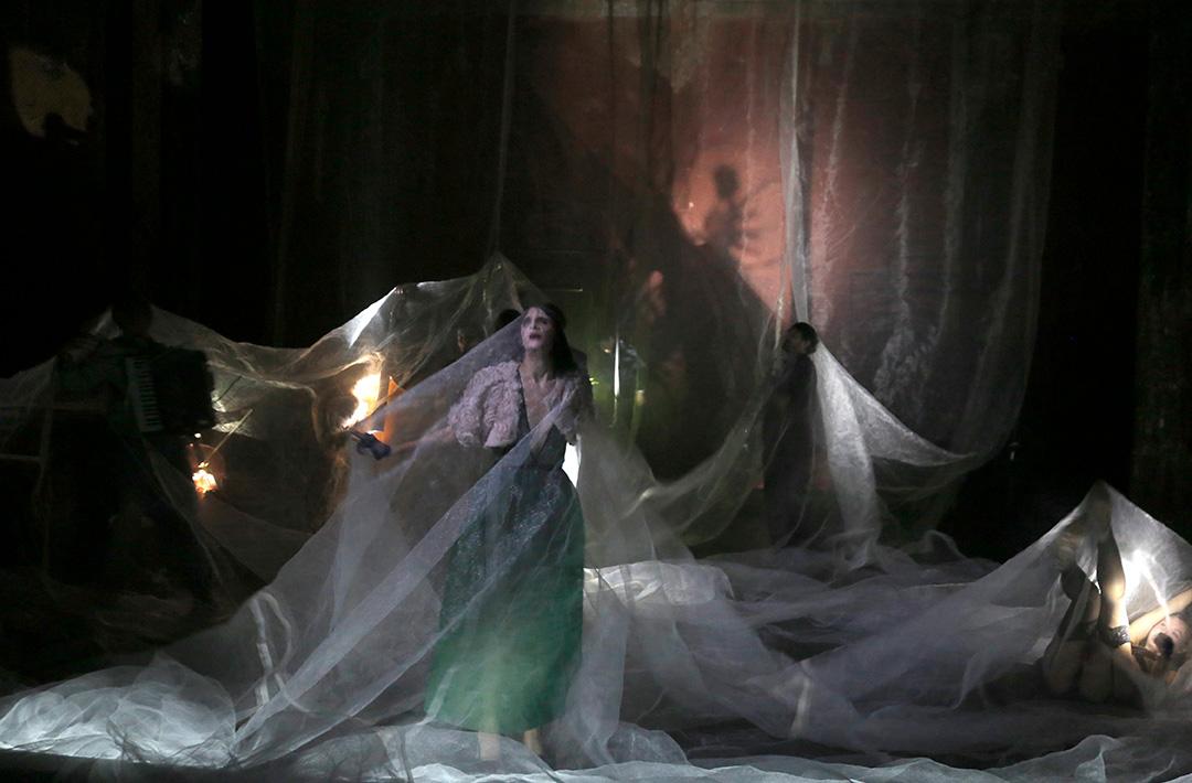 Archivé: Traviata (Vous méritez un avenir meilleur)